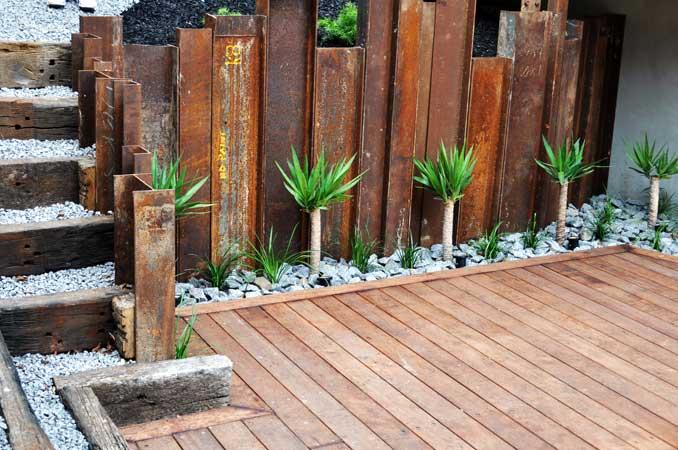 Retaining walls for Wooden garden screens design